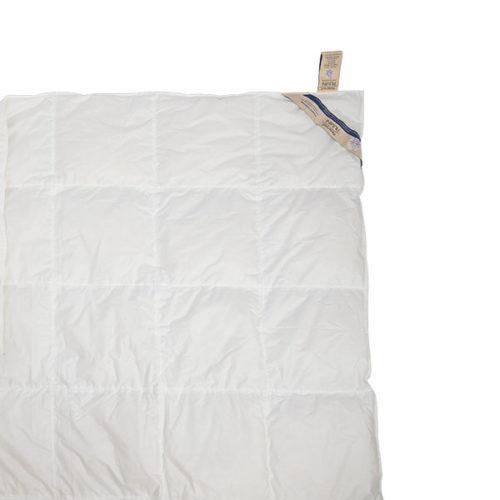dettaglio piumone letto estivo